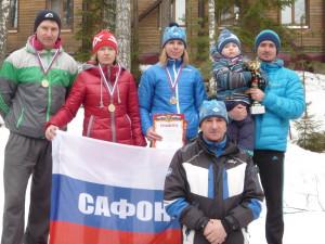 лыжники К. Быков, Ю. Кострикова, Л. Степанова и В. Кузьмич с сыном Митей, тренер В.Ф. Кузьмич (спереди)